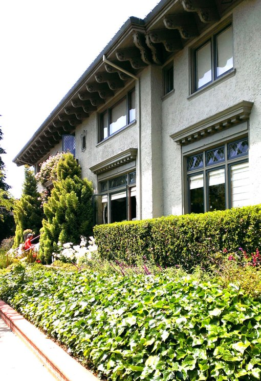 baha_housetour_facade